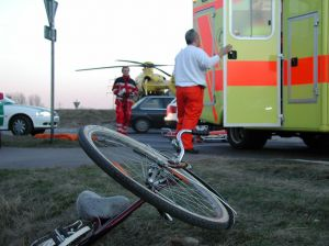 Fietser gewond na aanrijding met auto. Wie heeft schuld en wie betaalt de schade?